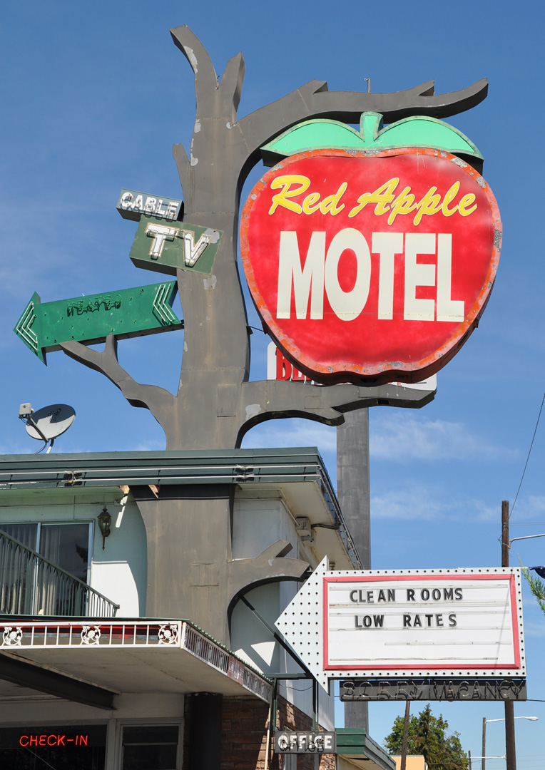 Yakima Signs   RoadsideArchitecture.com